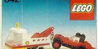 642 レッカー車と乗用車