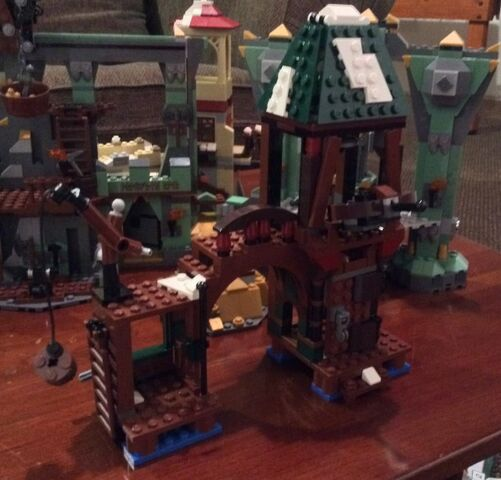 File:79016-LEGO-Attack-on-Lake-Town-Building-e1410740503210-640x613.jpg