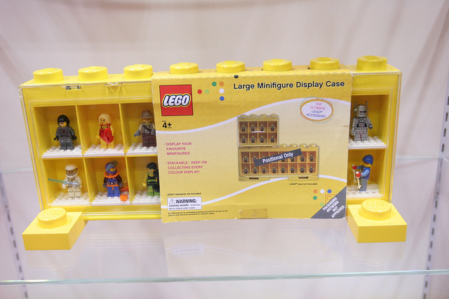 File:Large minifigure display case.jpg