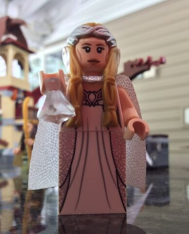 File:LEGO-Galadriel-Minifigure-from-LEGO-79015-Witch-King-Battle-e1410732971986-640x791.jpg