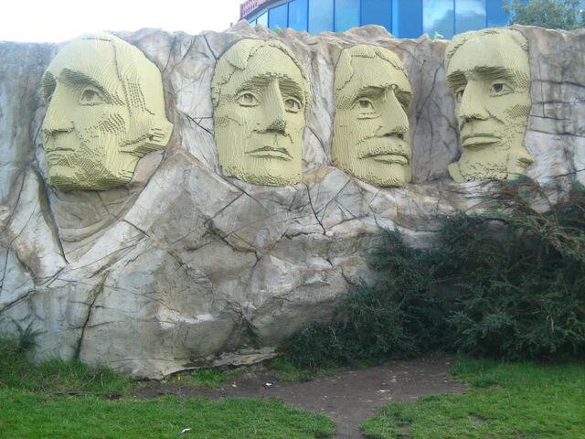 File:Rushmore miniland.jpg