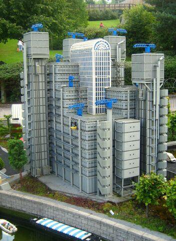 File:Legoland-Lloyds.jpg