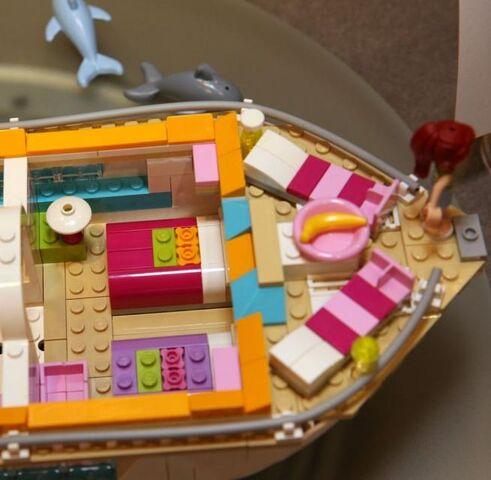 File:Dolphin Cruiser room 3.jpg