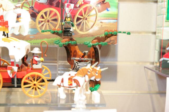 File:LEGO Toy Fair - Kingdoms - 7188 King's Carriage Ambush - 12.jpg