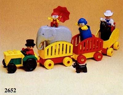 File:Circus Caravan.jpg