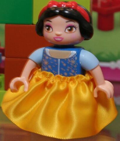 File:Snow white duplo.jpg