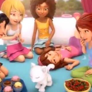 彼女の親友と、エマ、彼女の寝室のステファニー、アンドレアとミア。