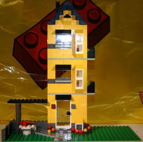 File:4996 Haus 3 Front.JPG