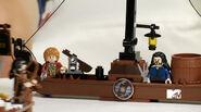 Lego-the-hobbit-lake-town-chase-1