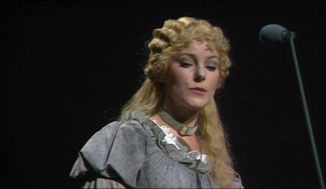 File:TAC-Screencaps-Fantine-s-Arrest-les-miserables-8018606-827-480.jpg