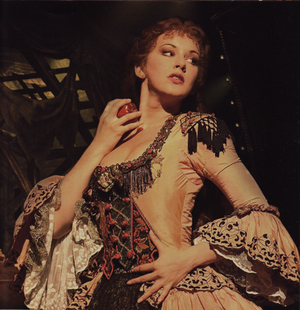 File:Gina-Beck-the-phantom-of-the-opera-4440129-432-446.jpg