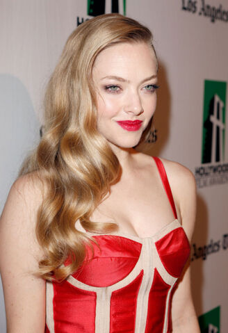File:Amanda-seyfried-at-16th-annual-hollywood-film-awards-gala-in-beverly-hills-1.jpg