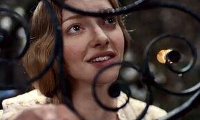 Amanda Seyfried stars in new Les Mis rables TV trailer
