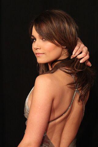 File:Samantha Barks - Les Miserables premiere -10-560x840.jpg