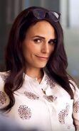 Maureen Cahill (Jordana Brewster) 2