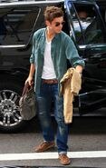 Zac-Efron-in-Levis-Jeans-3-646x1024