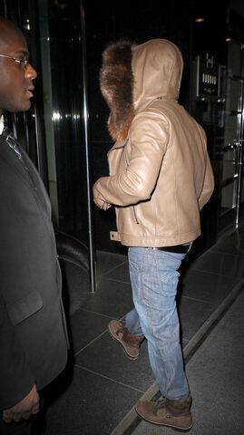 File:Ne-Yo-wearing-hooded-fur-jacket-and-Louis-Vuitton-Tibet-nubuck-calf-leather-ankle-boots.jpg