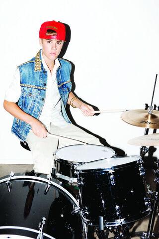 File:Justin-Bieber-Pressebilder-06-2011.jpg