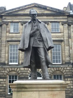 Ze Sherlock Holmes Statue In Edinburgh