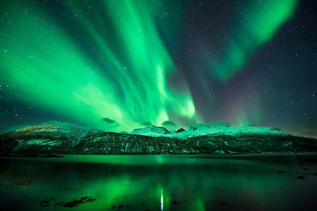 File:Green-mountains 2220833k.jpg