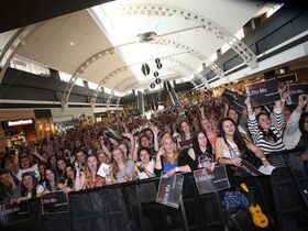 Little mix fans westfield liverpool 2013 608x456
