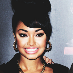 Leigh Anne's short wavy hairs with headband updo.