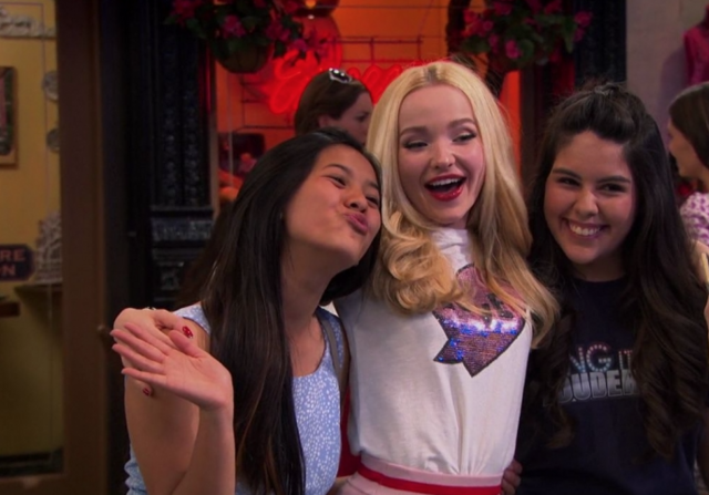 File:Liv with Fans.png