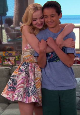File:Dove Cameron Finale 15.png