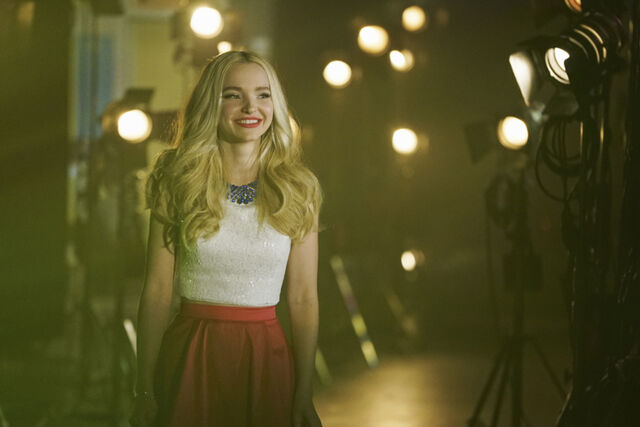 File:Liv and Maddie Cali Style S04E13 Sing It Live!!!-A-Rooney 1.jpg