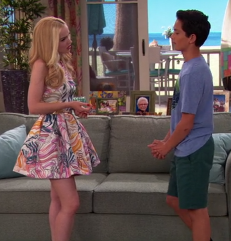 File:Dove Cameron Finale 4.png