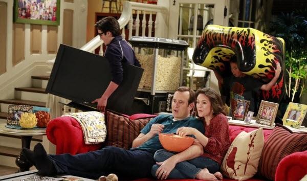 File:Jerry sneaking TV.jpg