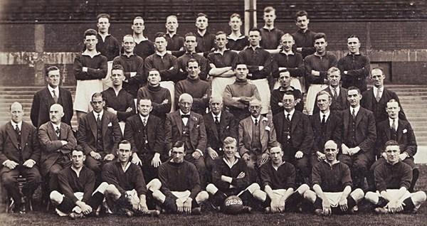 File:LiverpoolSquad1929-1930.jpg