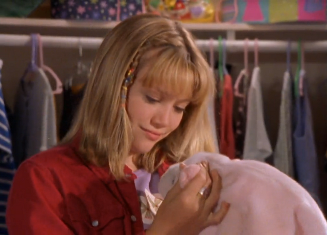 File:Lizzie-and-stuffed-pig-lizzie-mcguire-reviewed.png