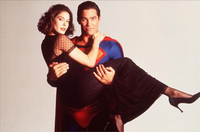 File:Lois and Superman 8.jpg
