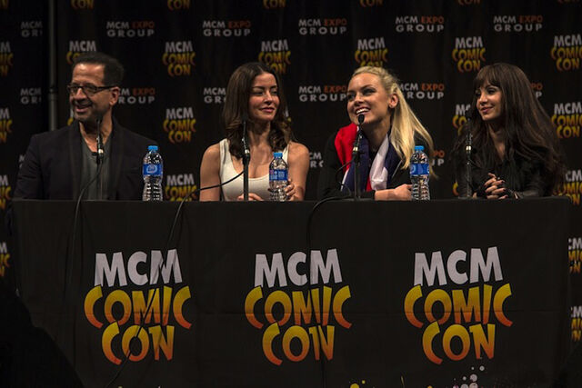 File:MCM London Comic Con 2013 (Jay Firestone, E Vaugier, R Skarsten, K Solo).jpg