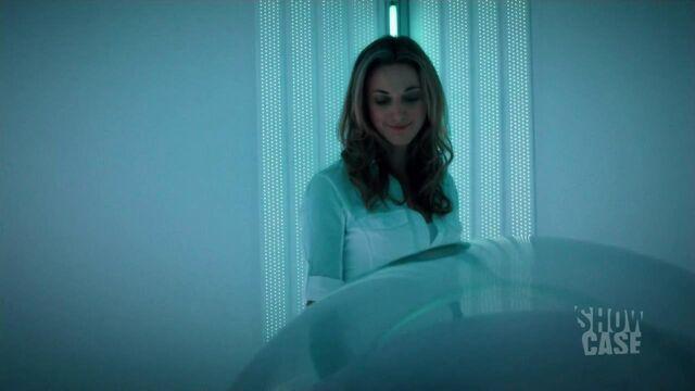 "File:Lauren ""talks"" to Nadia in life support (206).jpg"