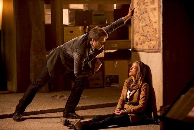 File:Massimo captive Lauren (Dark Horse 413).jpg