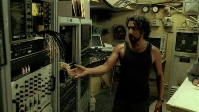 Ficheiro:4x05 radio room.JPG