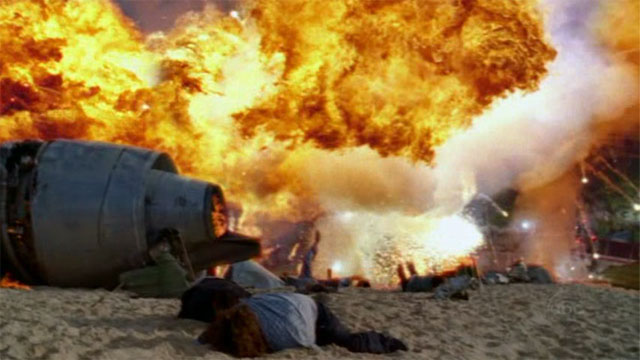 Archivo:1x01-explosion-hurley.jpg
