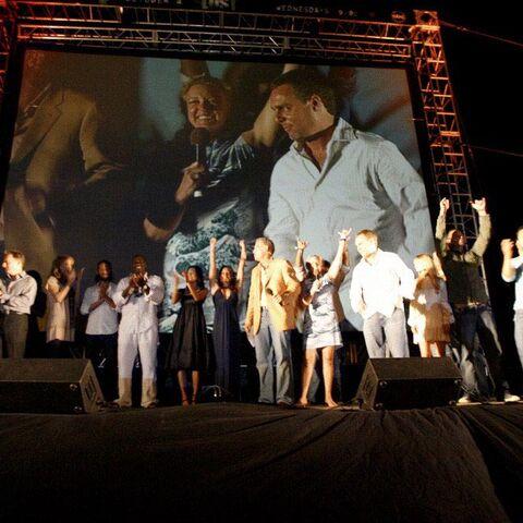 30 de Setembro de 2006, no estúdio com o elenco no Sunset on the Beach