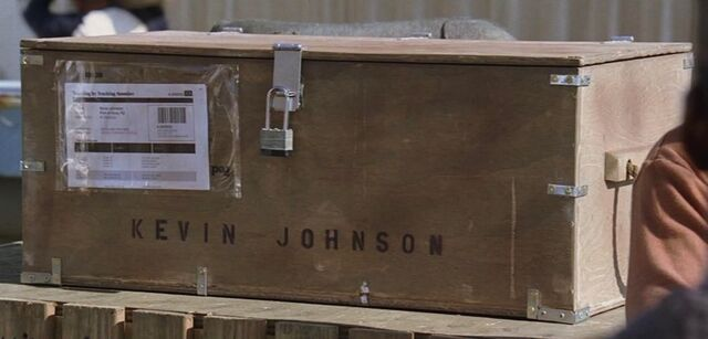 Ficheiro:4x08 Kevin Johnson's crate.jpg