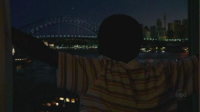 Ficheiro:Walt overlooking - Sydney Harbour Bridge.JPG