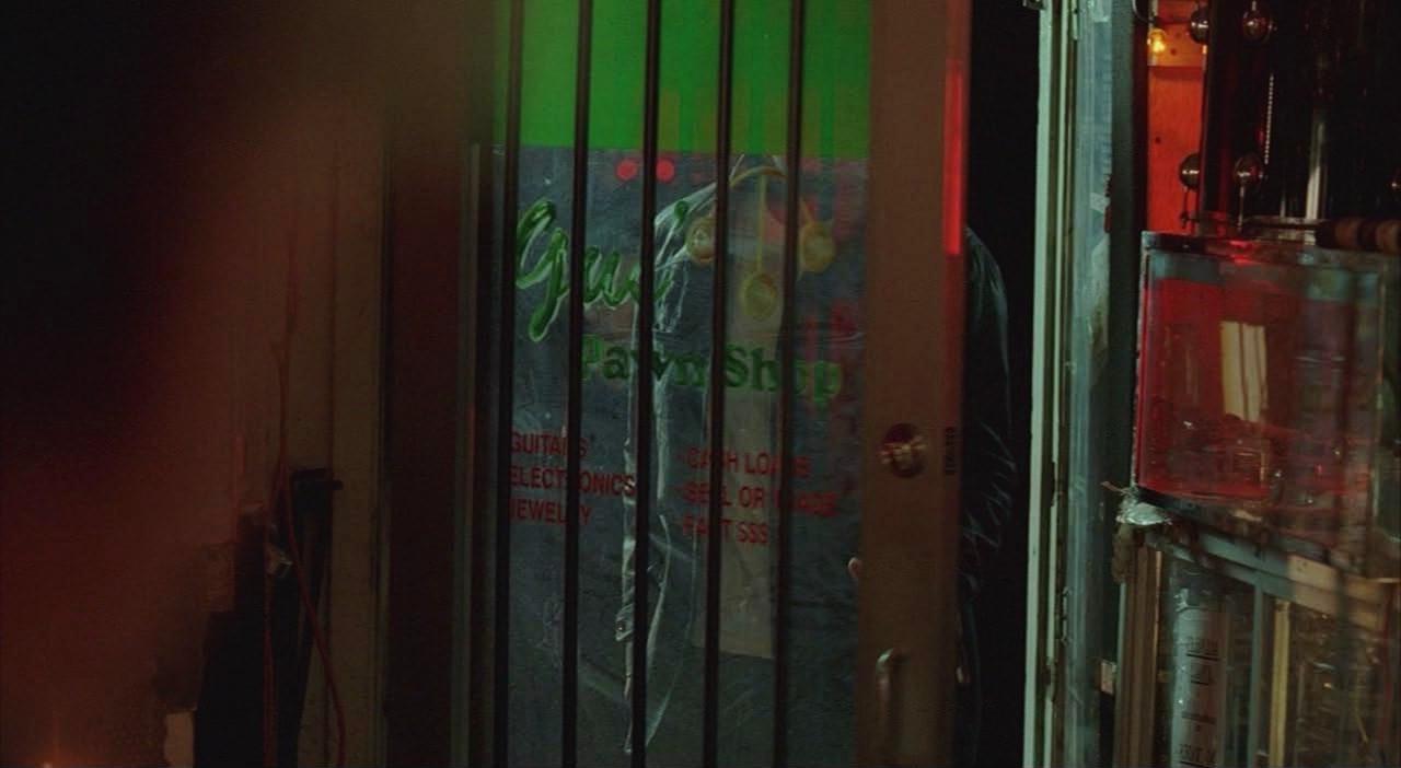 Archivo:4x08 Gus' Pawn Shop door-reversed.jpg