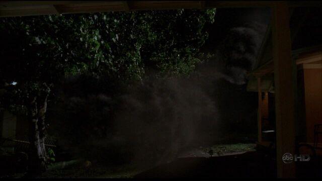 Ficheiro:Tunnel of smoke.jpg