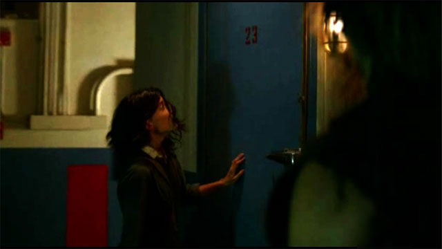 Ficheiro:3x07-room23-alex-door2.jpg