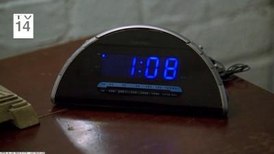 3x08 clock 108.jpg