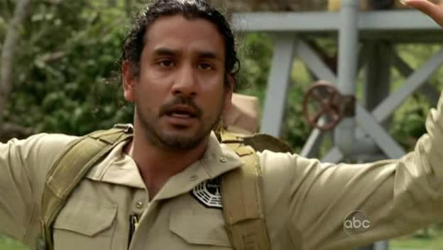 Ficheiro:5x16 Sayid shot with the bomb.jpg