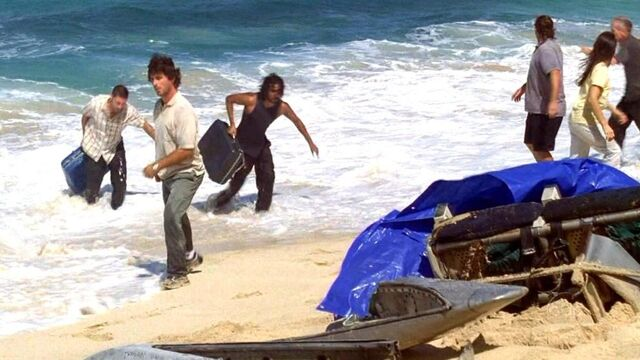 File:Jack Sayid dragging luggage.JPG