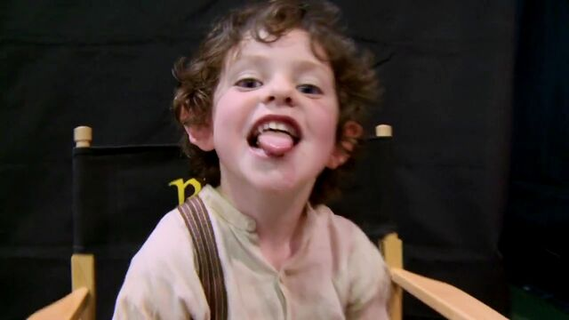 File:Oscar Strik on set.jpg