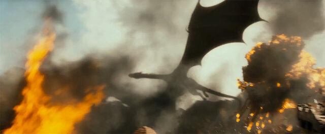 File:Smaug flying.jpg